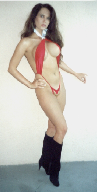 Leslie as the real Vampirella